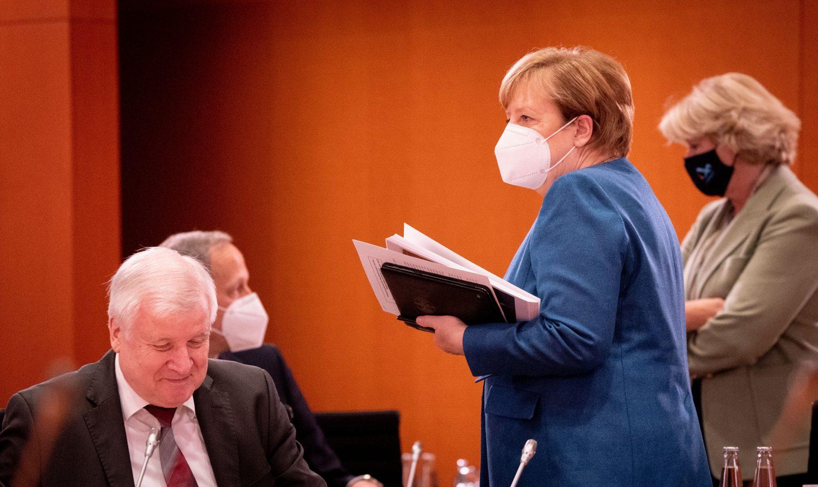 Bundeskanzlerin Angela Merkel (CDU) und Bundesinnenminister Horst Seehofer (CSU) verschärfen die Corona-Regeln Foto: picture alliance/Kay Nietfeld/dpa-Pool/dpa
