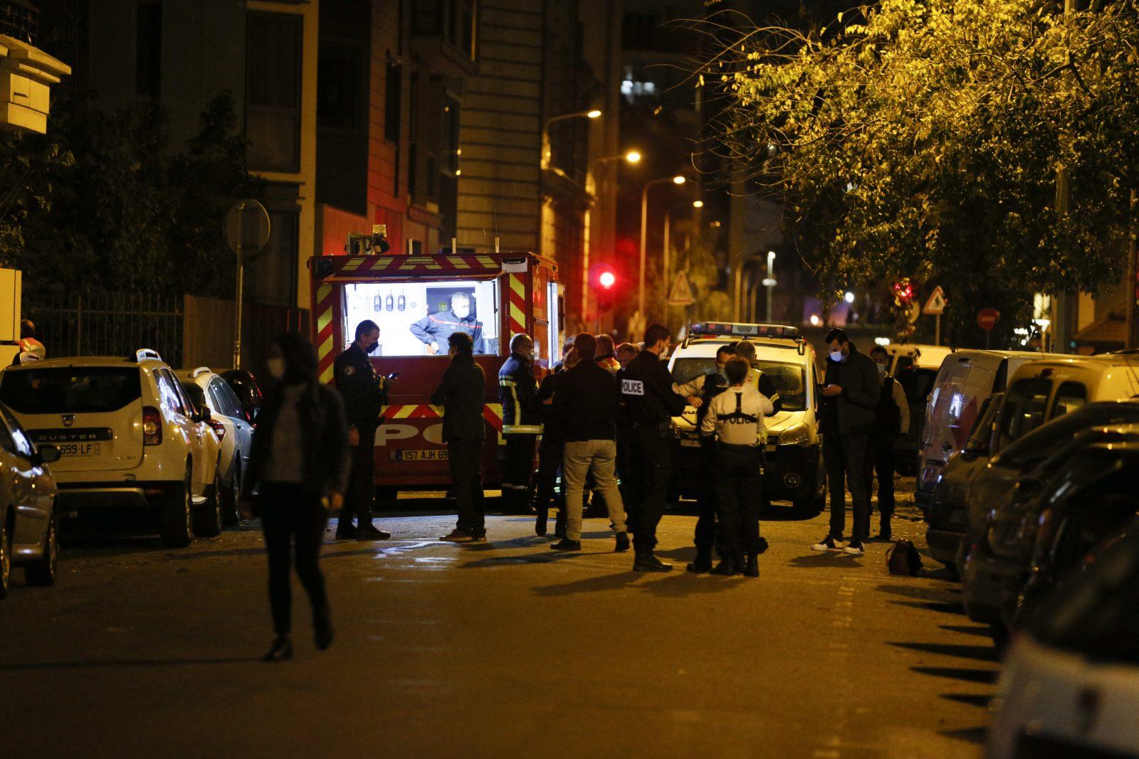 Polizisten und Rettungskräfte sind am Tatort in Lyon Foto: picture alliance / abaca