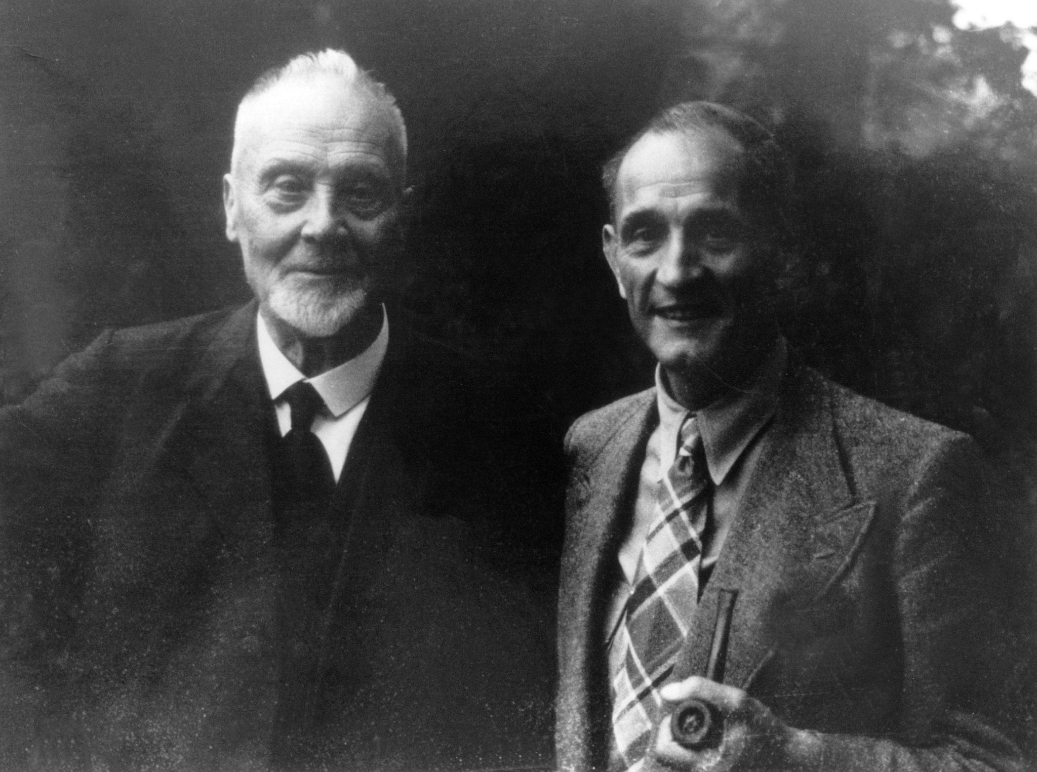 Der erste Ratsvorsitzende der Evangelischen Kirche in Deutschland, Theophil Wurm (l.), und sein Stellvertreter Martin Niemöller Foto: www.relivision.com