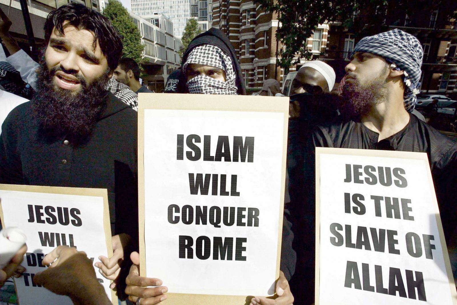 Moslems demonstrieren in London gegen die katholische Kirche (Archivbild) Foto: (c) dpa