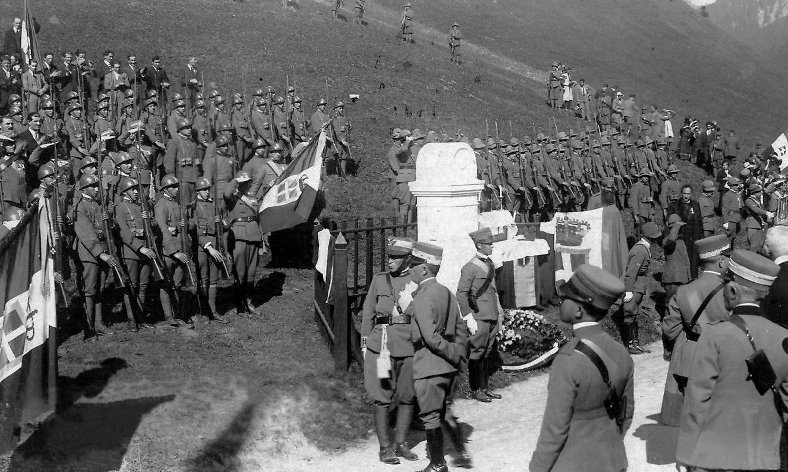 """Enthüllung des neuen Grenzsteines am Brennerpaß 1921: Die Befreiung der angeblich """"unerlösten"""" italienischen Gebiete als Kriegsziel"""