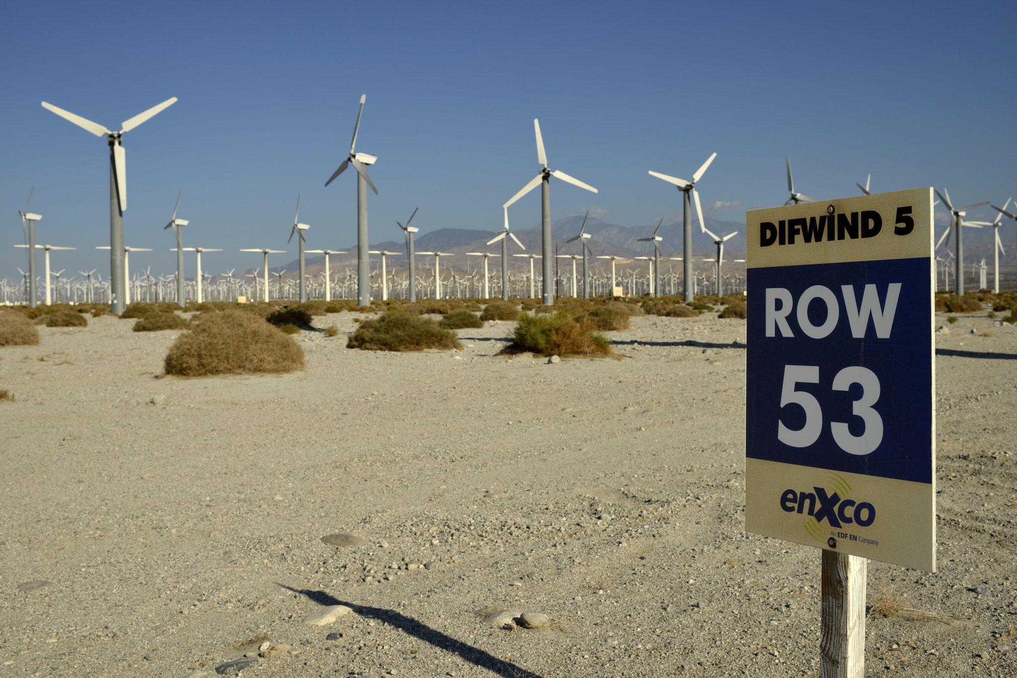 Windenergie, San Gorgonio Pass Wind Farm, betrieben von ExxonMobil, eine der 3 größten Windfarmen der USA, Palm Springs, San Bernadino Mountains, Coachella Valley, Andreasgraben, Kalifornien, Vereinigte Staaten von Amerika, USA, ÖffentlicherGrund, Norda
