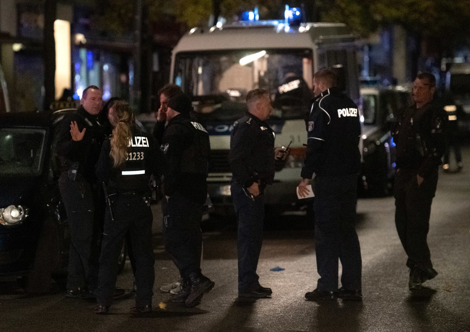 Berliner Polizisten im Einsatz (Archivbild) Foto: picture alliance/Paul Zinken/dpa