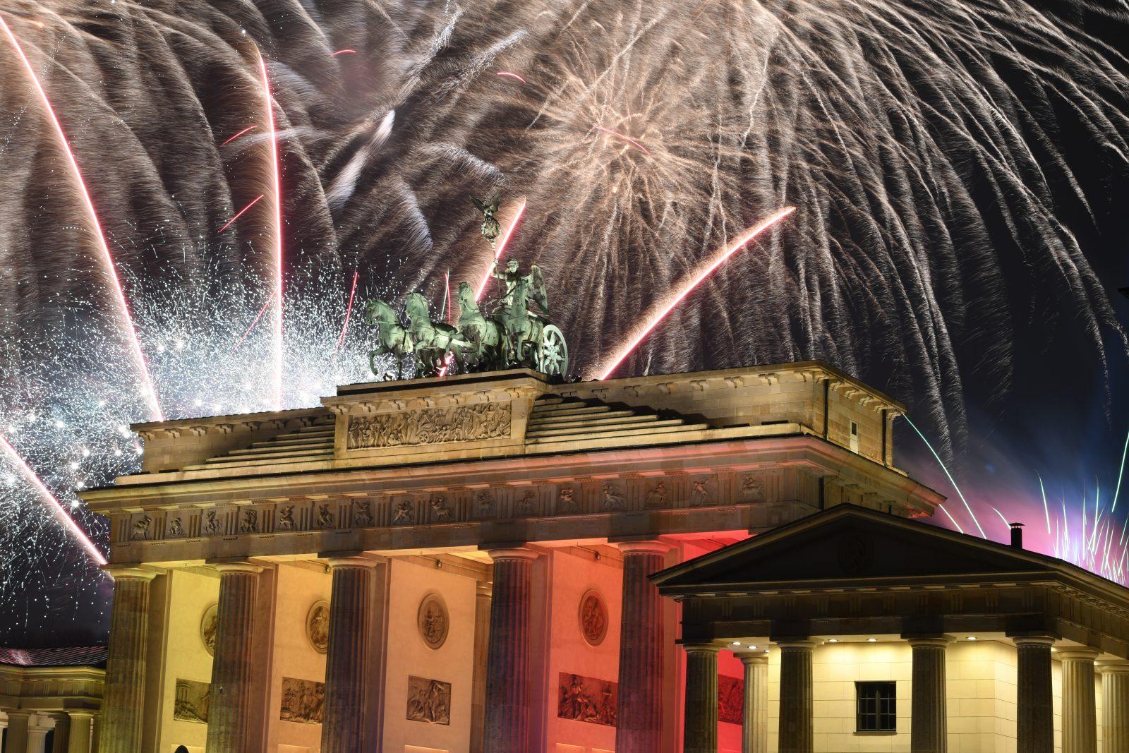 Silvesterfeuerwerk am Brandenburger Tor: Mehrere Politiker fordern in diesem Jahr aufgrund der Corona-Krise das Neuhahr nicht groß zu feiern