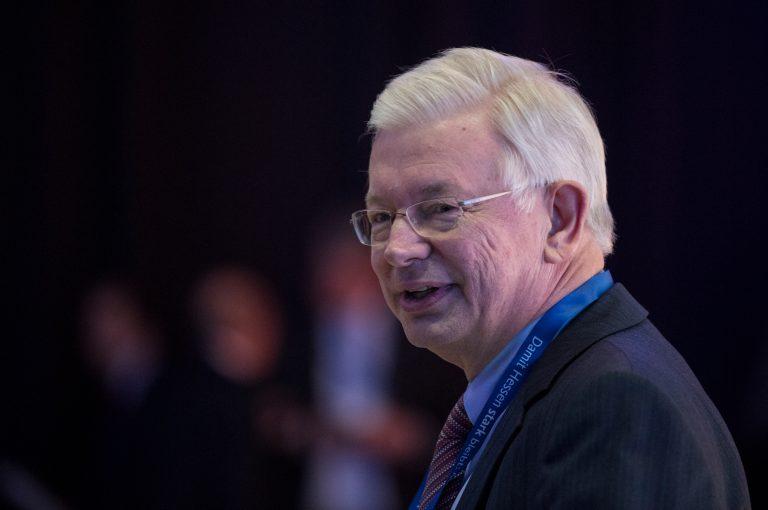 Roland Koch: Soll Roland Tichy als neuer Vorsitzender der Ludwig-Erhard-Stiftung folgen