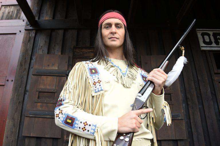 Alexander Klaws verkörpert seit 2017 immer wieder den Apachen-Häuptling Winnetou (Archivbild) Foto: picture alliance/Geisler-Fotopress