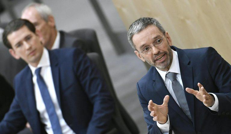 Bundeskanzler Sebastian Kurz (ÖVP, l.) und Herbert Kickl (FPÖ) : Kritik an Anti-Terror-Paket