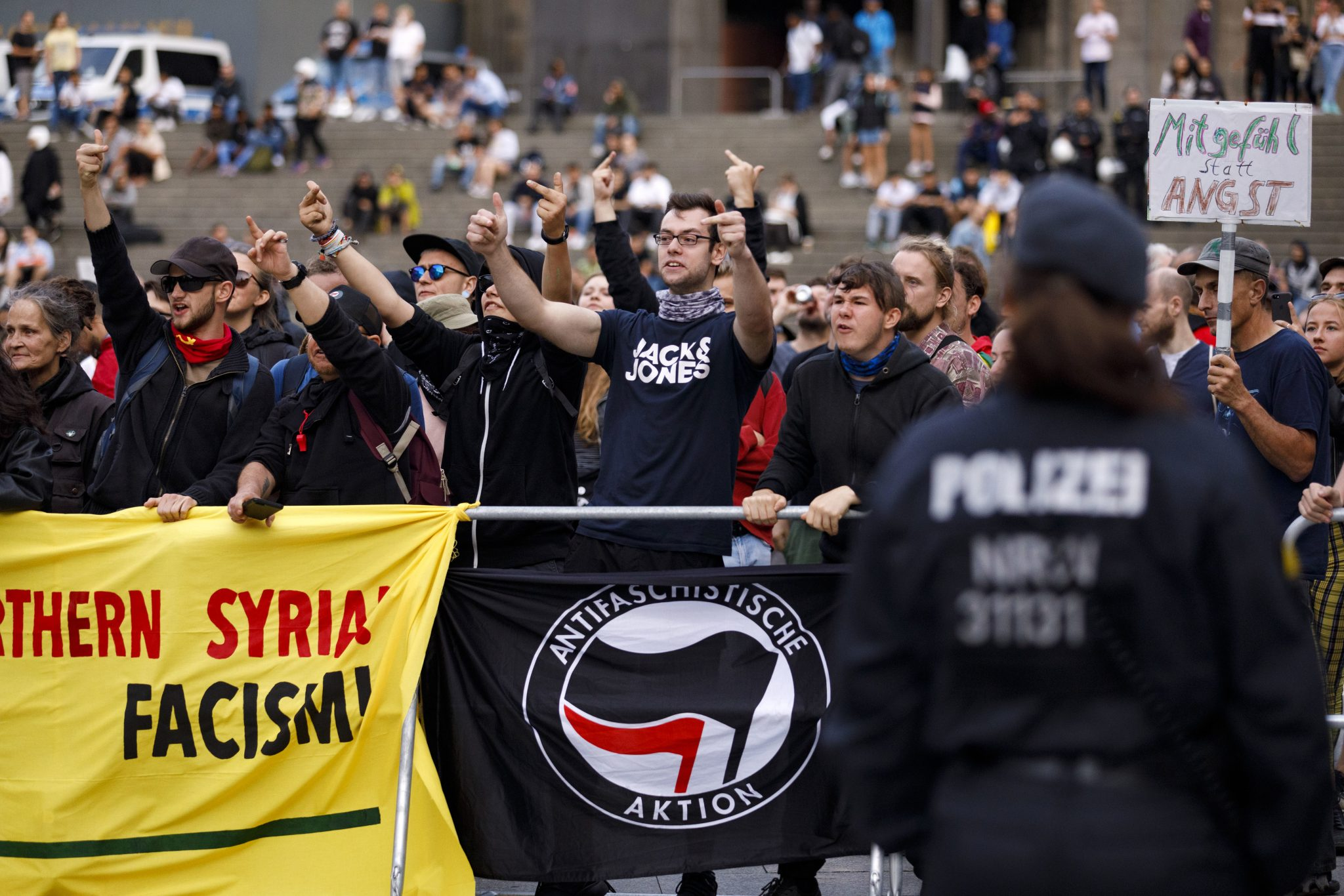 """Linksextreme mobilisieren auf dem Szeneportal """"Indymedia"""" gegen den Bundesparteitag der AfD (Archivbild) Foto: picture alliance/Geisler-Fotopress"""