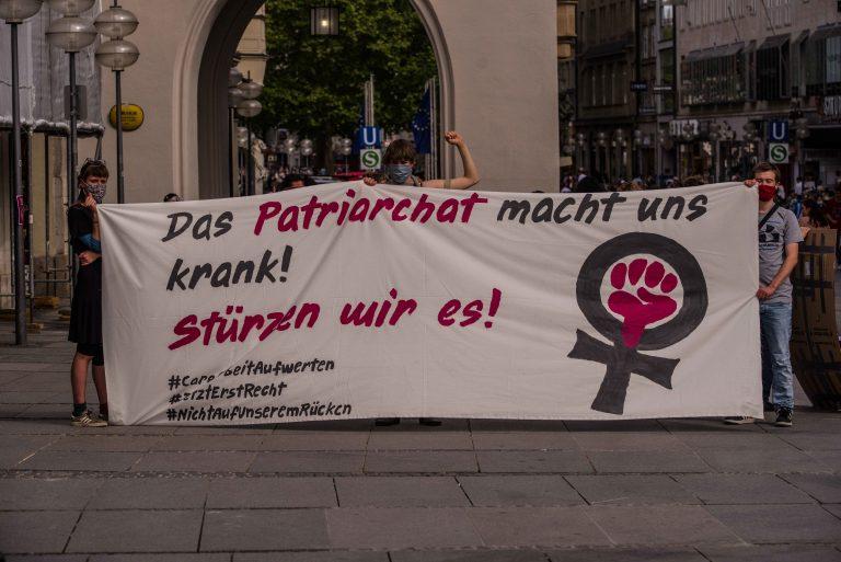 Teilnehmer einer feministischen Demonstration in München Foto: picture alliance/ZUMA Press