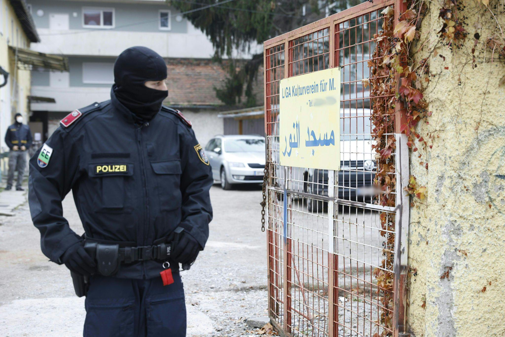 Polizist bei Razzia gegen islamistische Organisationen