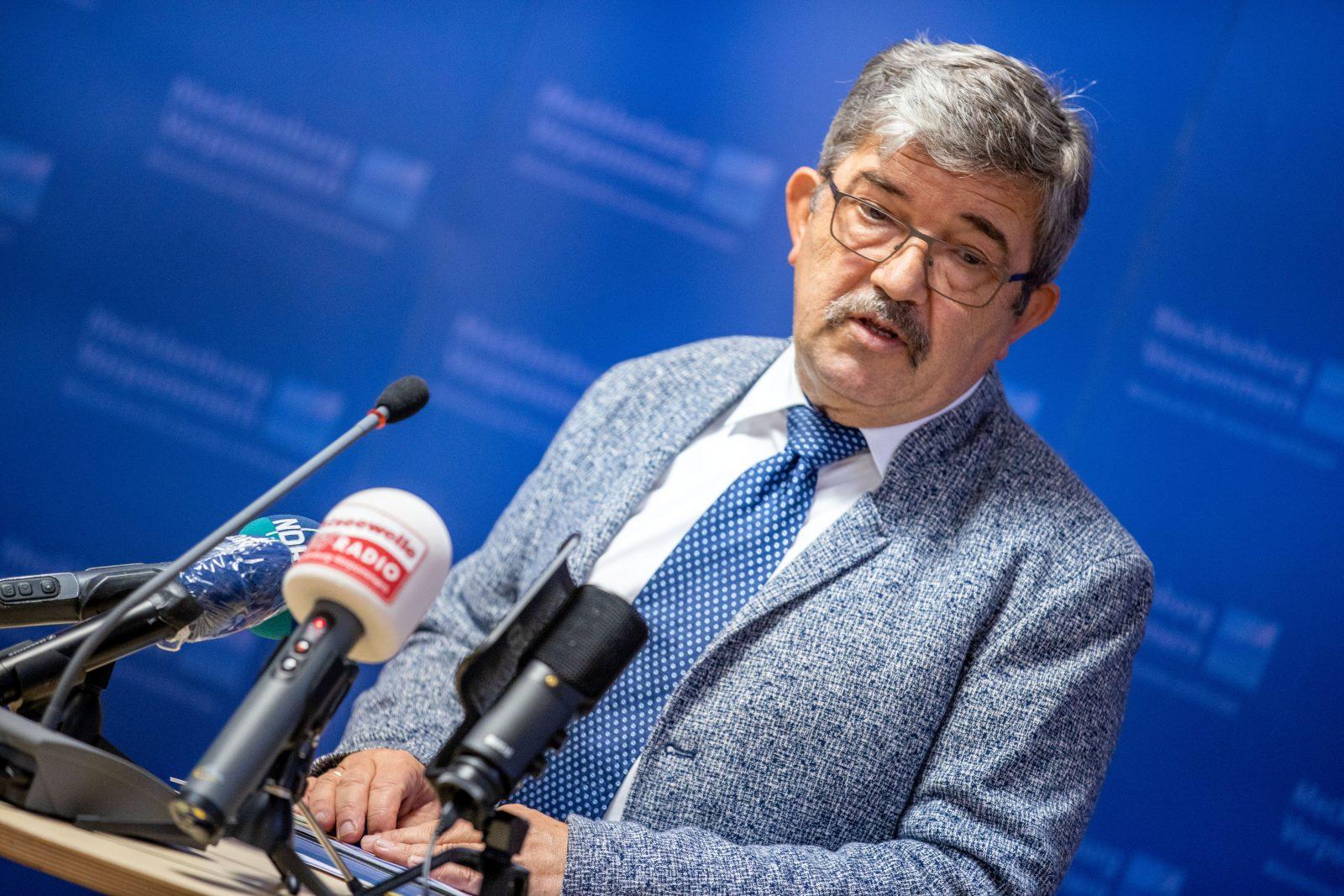 Lorenz Caffier (CDU) tritt von seinem Amt als Innenminister von Mecklenburg-Vorpommern zurück Foto: picture alliance/Jens Büttner/dpa-Zentralbild/dpa