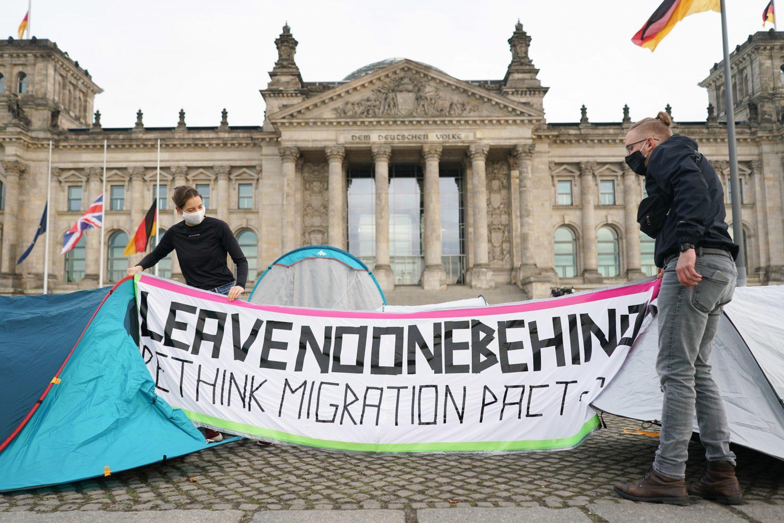 Moria: Demonstration für Migrantenaufnahme vor dem Reichstag