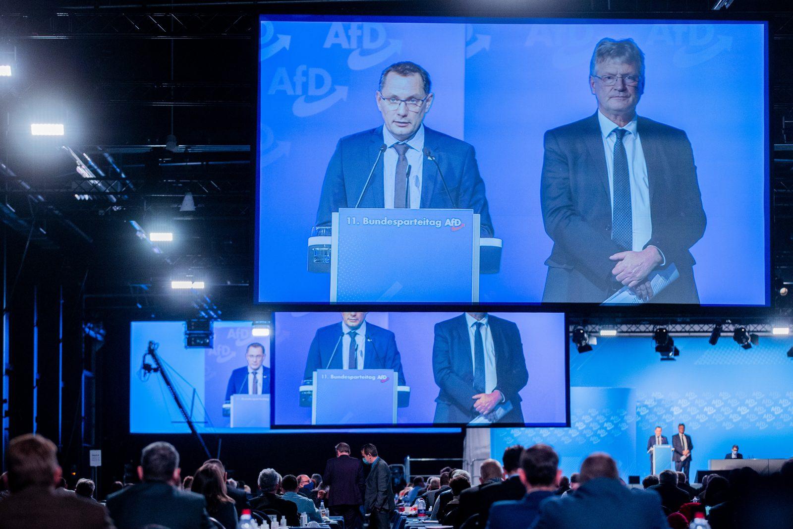 AfD-Vorsitzende Tino Chrupalla (l.) und Jörg Meuthen auf dem Parteitag in Kalkar