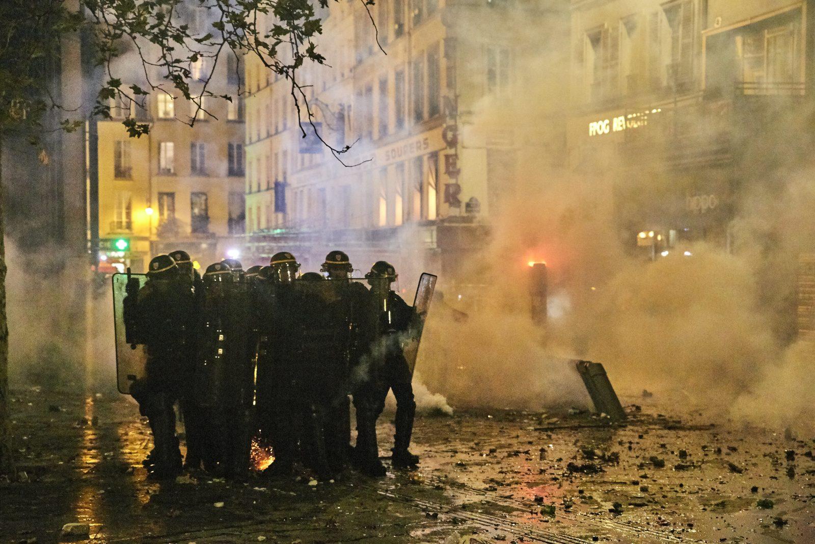 Ausschreitungen in Paris: Knapp hundert Polizisten wurden verletzt