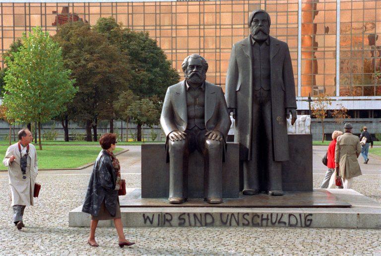 Marx-Engels-Denkmal in Berlin Mitte.