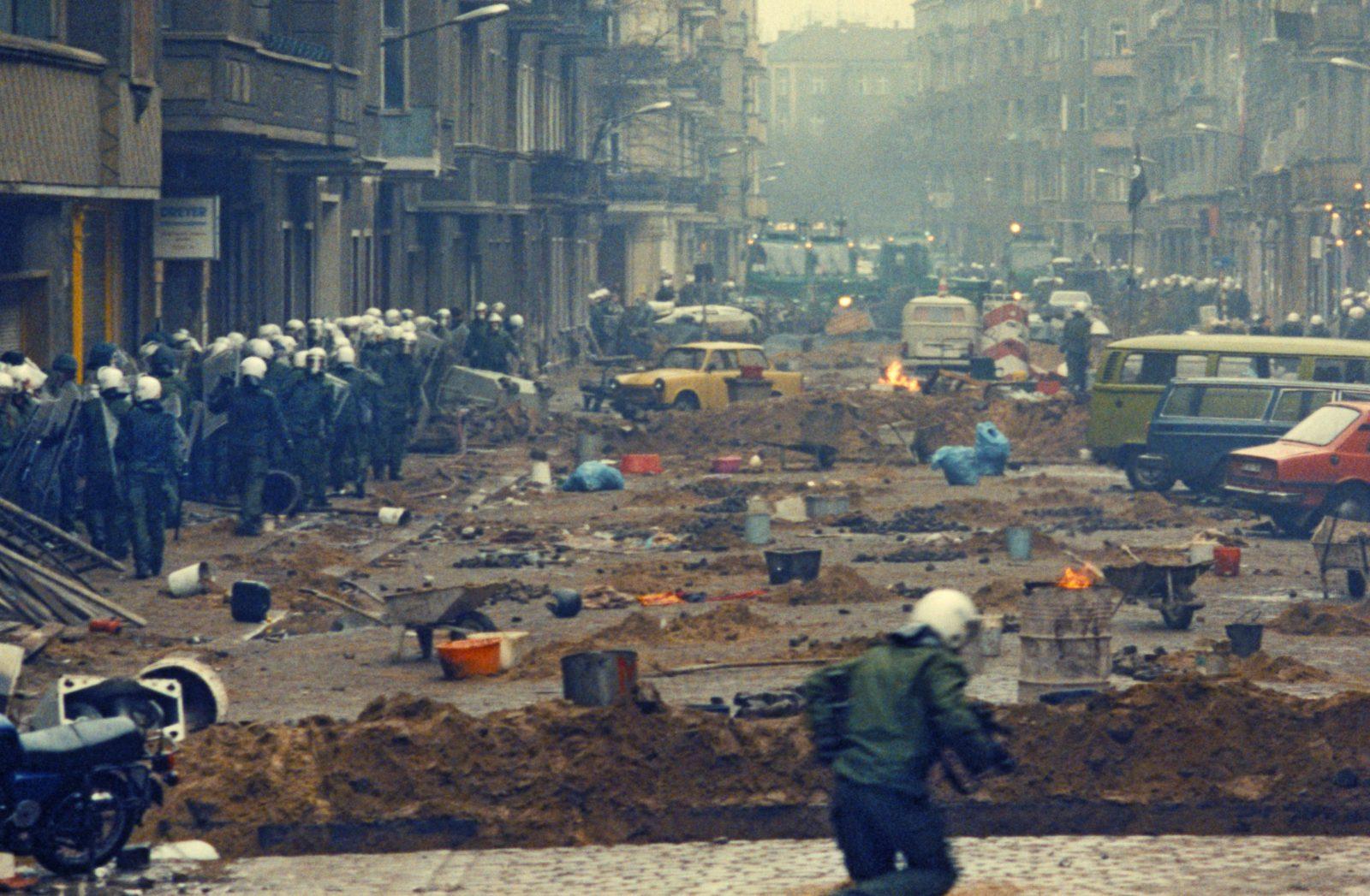 Die Mainzer Straße in Berlin wurde 1990 für mehrere Tage zum Schlachtfeld Foto: picture alliance