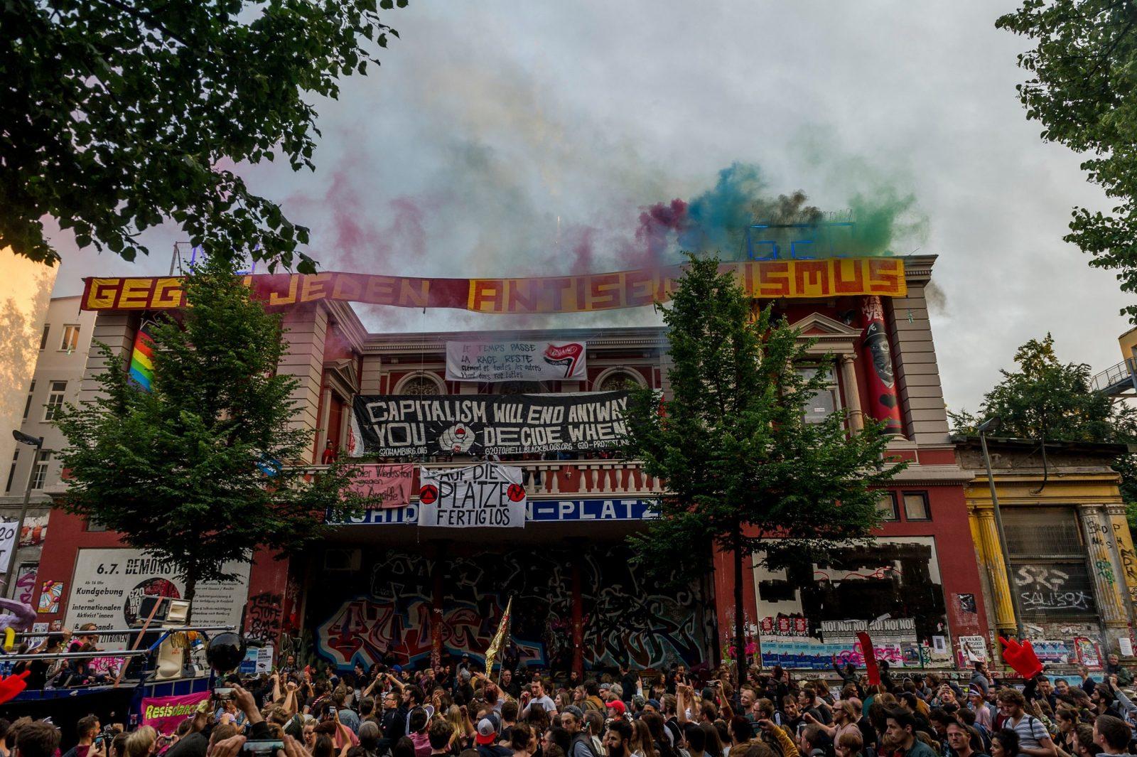 """Die """"Rote Flora"""" in Hamburg ist das Zentrum der Linksextremen in der Hansestadt (Archivbild) Foto: picture alliance / NurPhoto"""