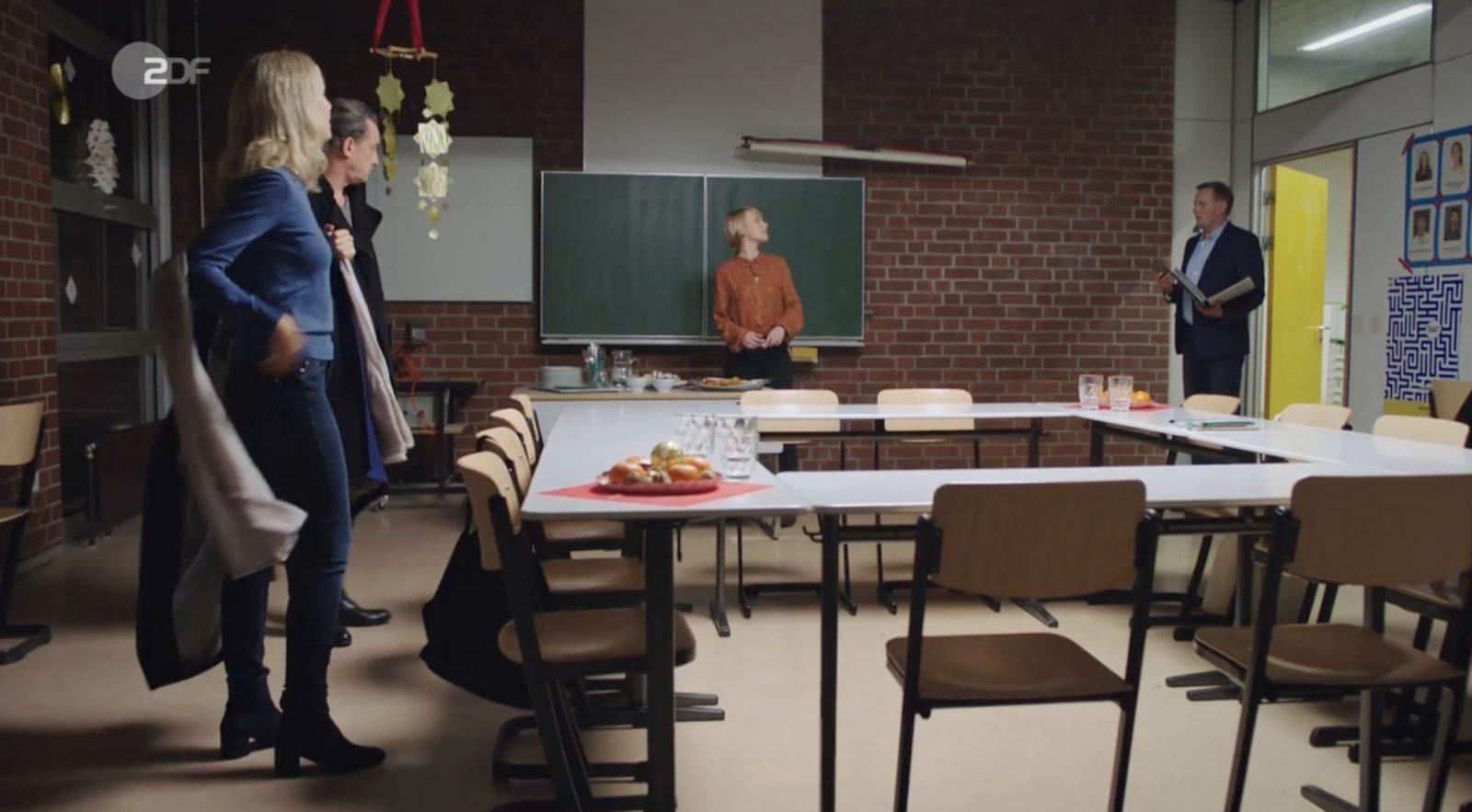 "Die Schule bittet zur Klassenkonferenz, Szene aus dem ZDF-Film ""Das Unwort"" Foto: ZDF Mediathek"