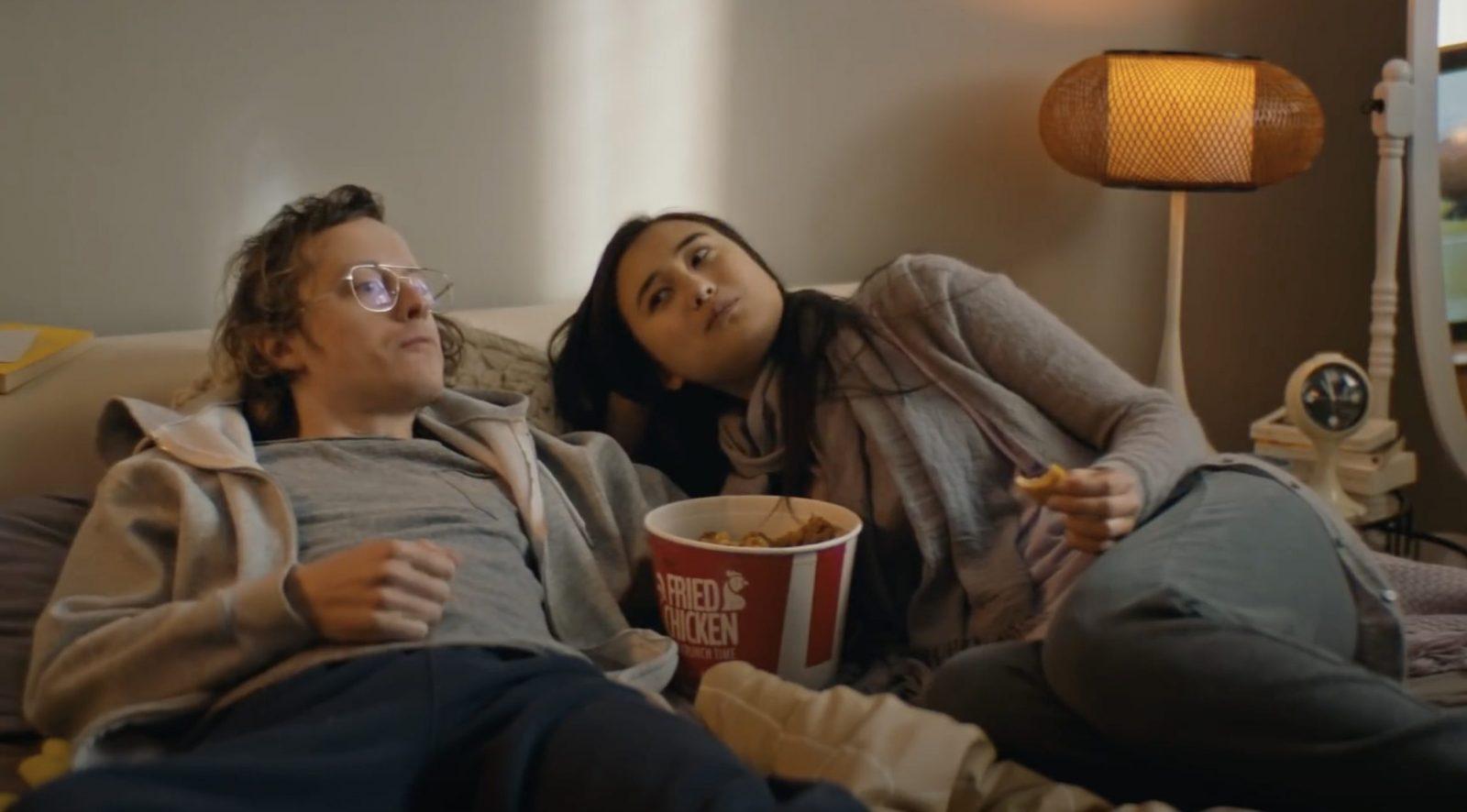 """""""Unsere Couch war die Front"""": Szene aus einem Video der Bundesregierung zur Bekämpfung der Corona-Pandemie Foto: Bundesregierung/YouTube Screenshot"""