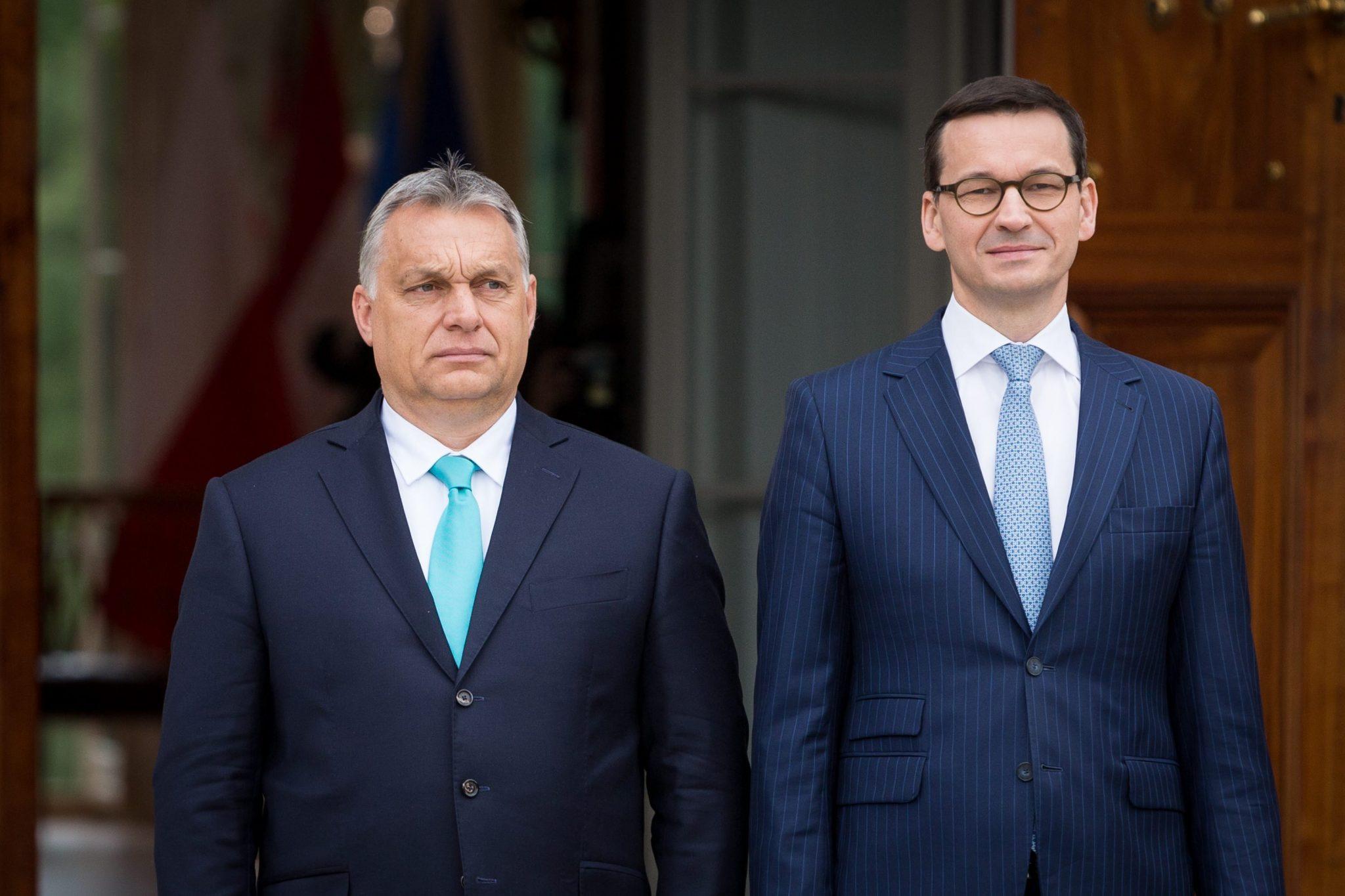 Die Regierungschefs von Ungarn und Polen, Viktor Orbán (links) und Mateusz Morawiecki.