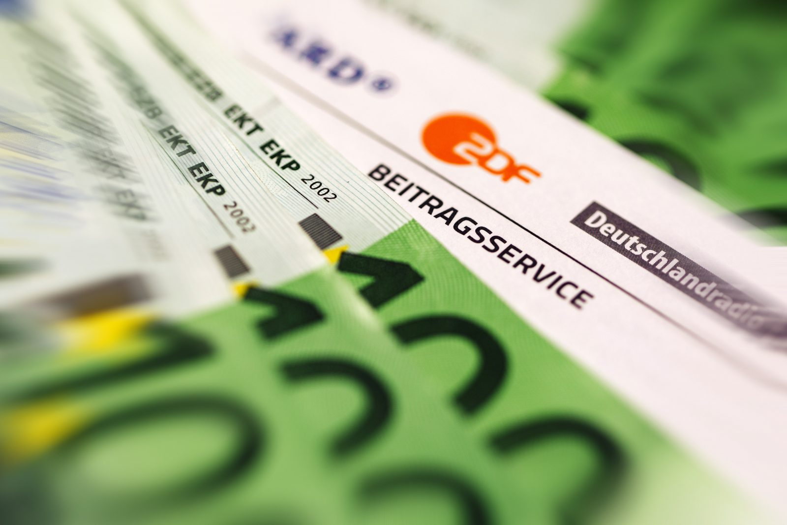 Rundfunkgebühren: Mehrere Politiker fordern die CDU auf, sich nicht wie die AfD gegen eine Erhöhung des Zwangsbeitrags zu stellen
