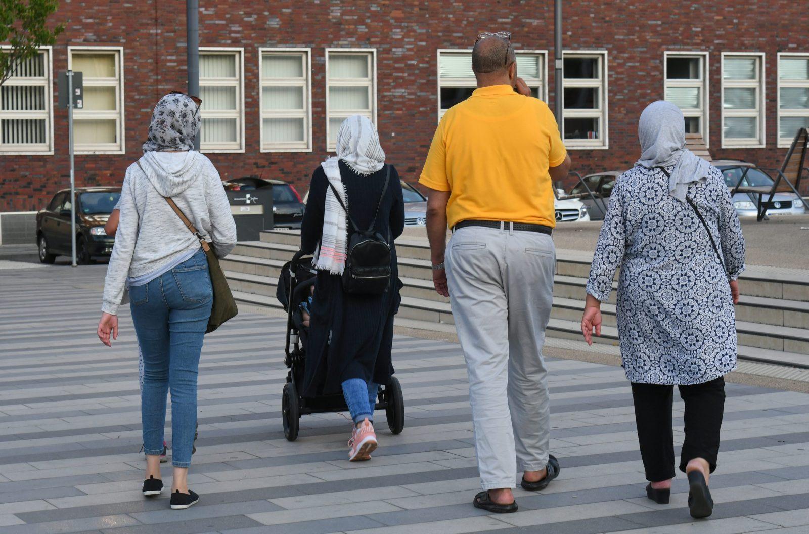 Migranten-Familie in Deutschland: Ehegattennachzug auch nach Heirat auf Flucht erlaubt