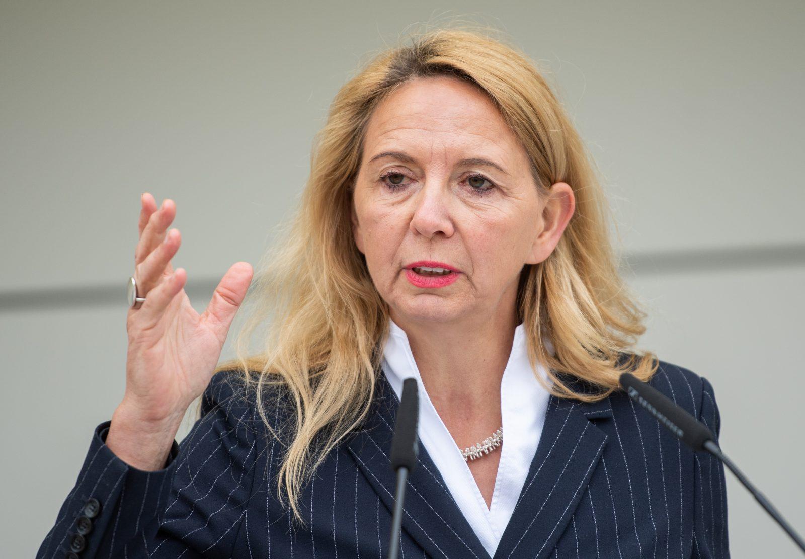 Berlins Polizeipräsidentin Barbara Slowik kündigt Kurse gegen Racial Profiliga bei den Sicherheitskräften an Foto: picture alliance/dpa | Christophe Gateau