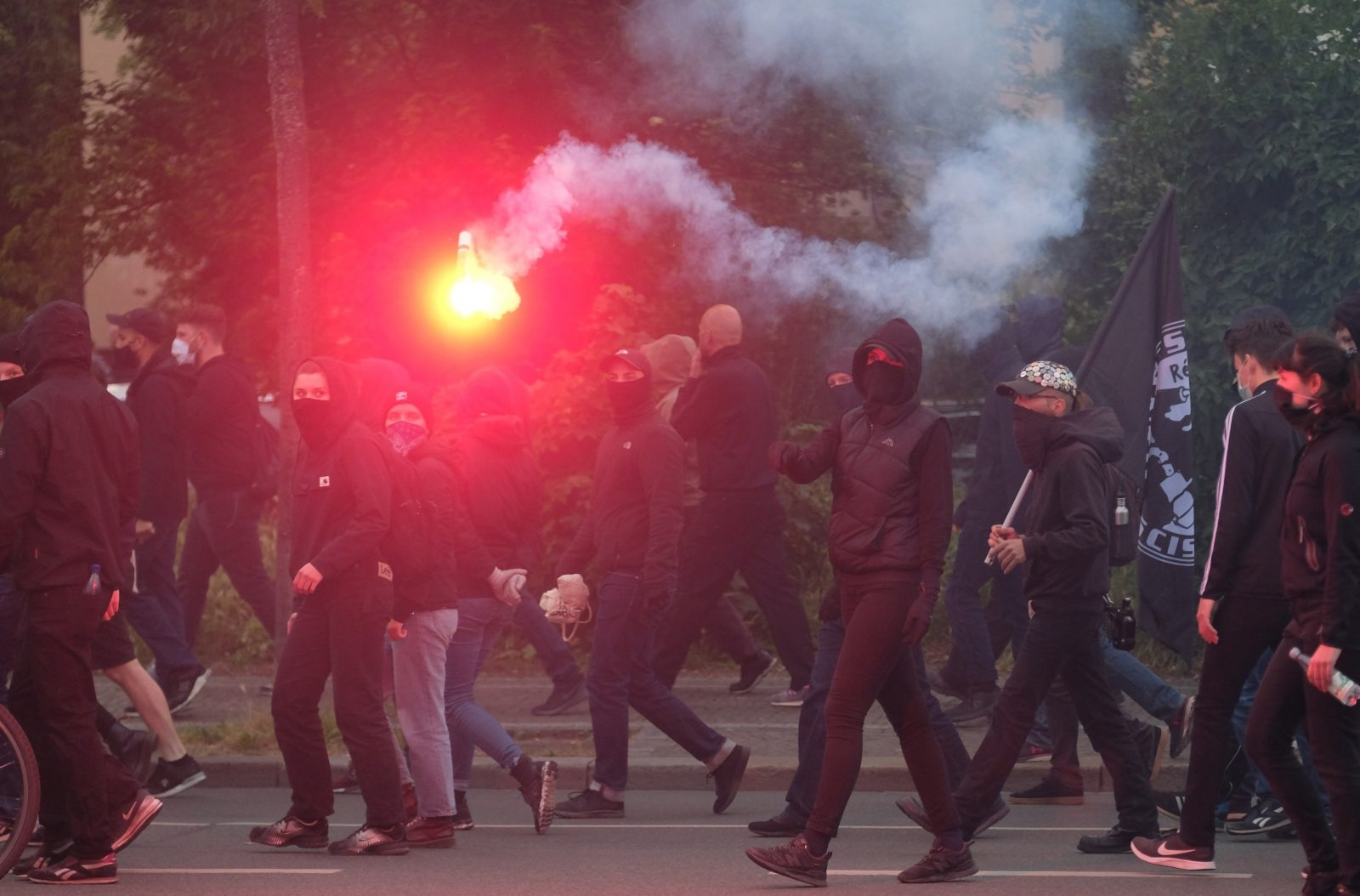 Linksextreme ziehen durch Leipzig-Connewitz