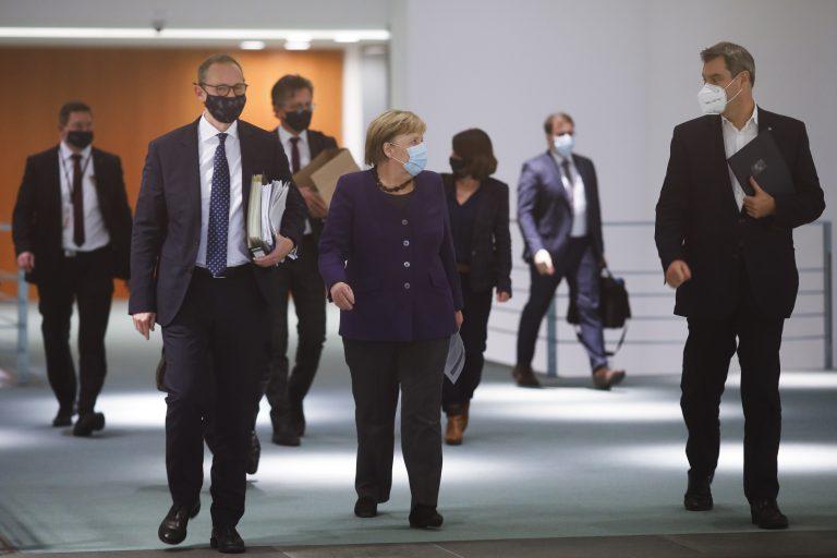 Kanzlerin Angela Merkel (CDU) und Bayerns Ministerpräsident Markus Söder (CSU, r.): Teil-Lockdown soll verlängert werden