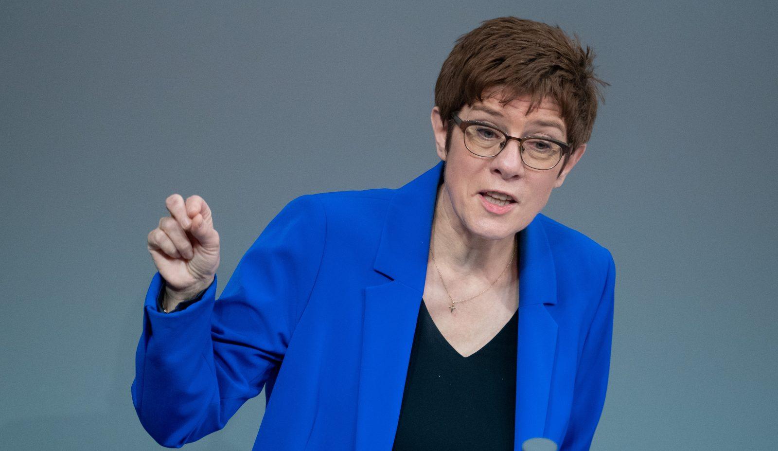 Bundesverteidigungsministerin Annegret Kramp-Karrenbauer (CDU) pocht auf die Anschaffung von bewaffneten Drohnen Foto: picture alliance/dpa | Kay Nietfeld