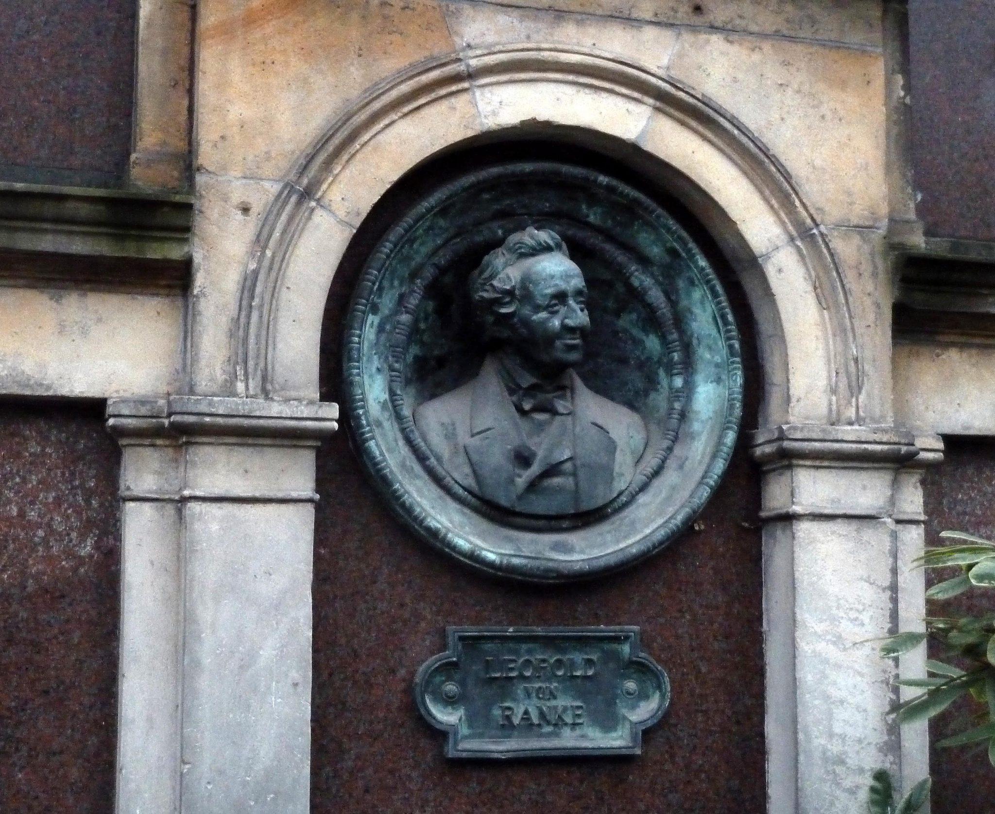 """Grabdenkmal für den Historiker Leopold von Ranke: """"Freund des Bestehenden"""" Foto: picture alliance / SCHROEWIG/Bernd Oertwig   SCHROEWIG/Bernd Oertwig"""