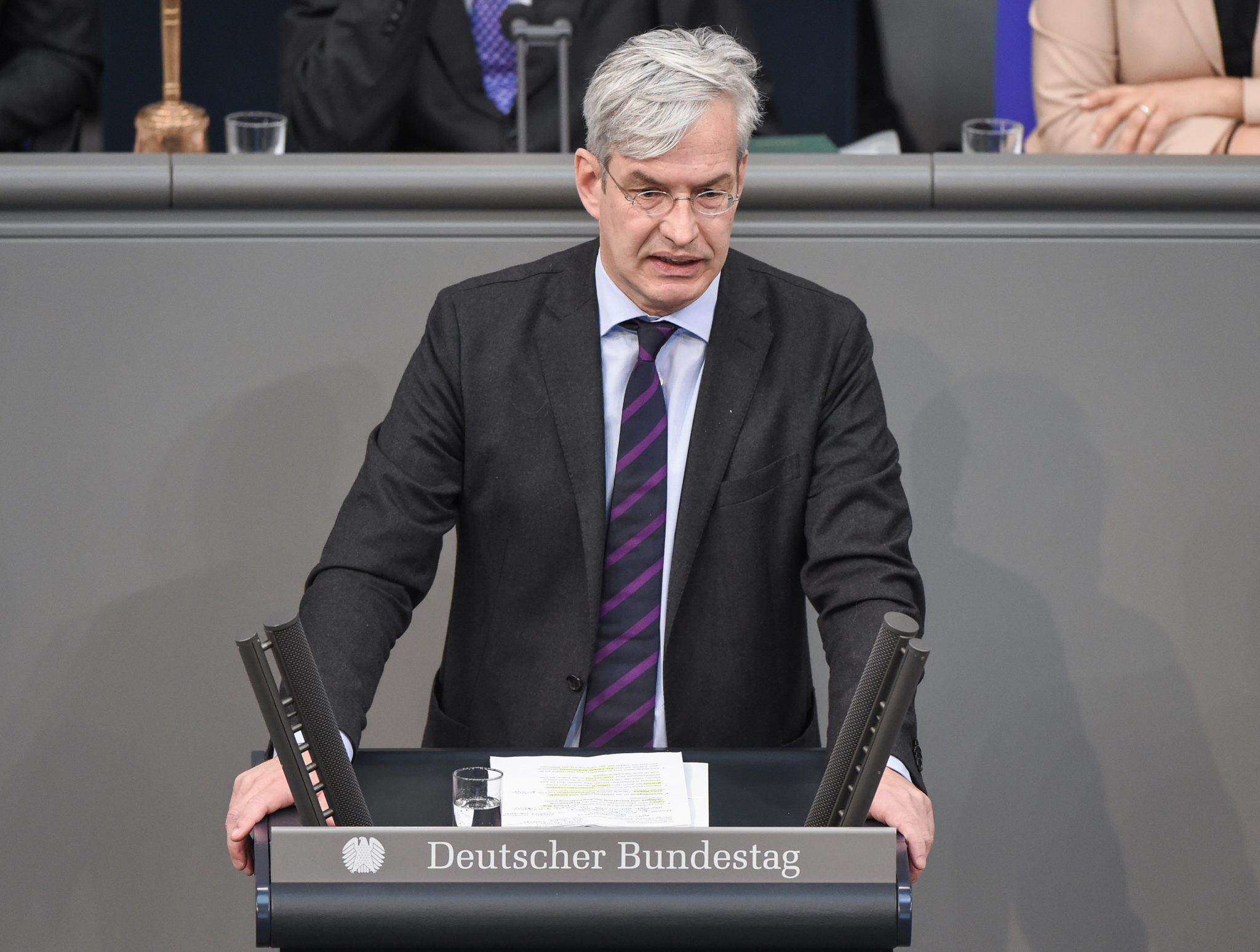 Der innenpolitische Sprecher der Unionsfraktion im Bundestag, Mathias Middelberg (CDU), will eine Studie über Linksextremismus Foto: picture alliance / Christophe Gateau/dpa | Christophe Gateau