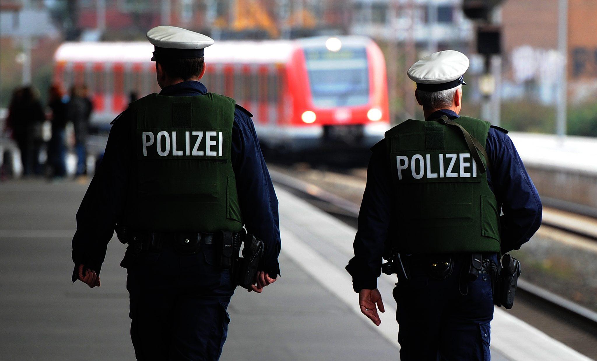 Bundespolizisten gehen am Hauptbahnhof Essen Streife (Archivbild) Foto: picture alliance / dpa | Julian Stratenschulte