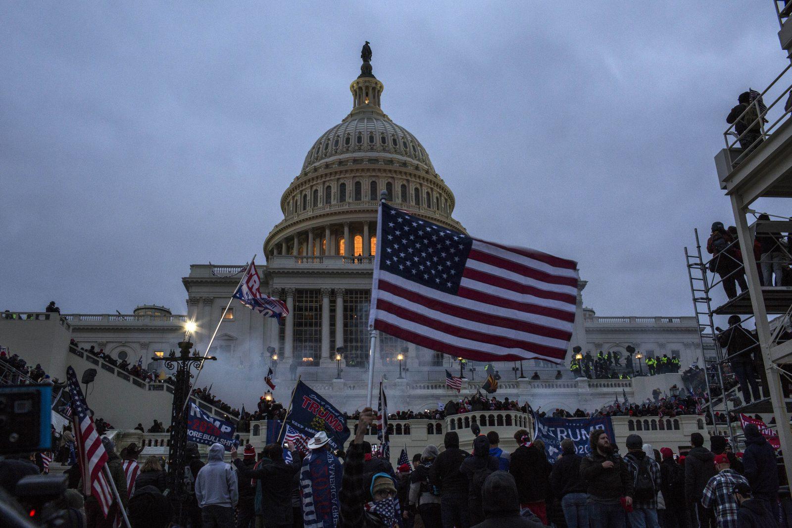Unterstützer des US-Präsidenten Donald Trump vor dem Kapitol