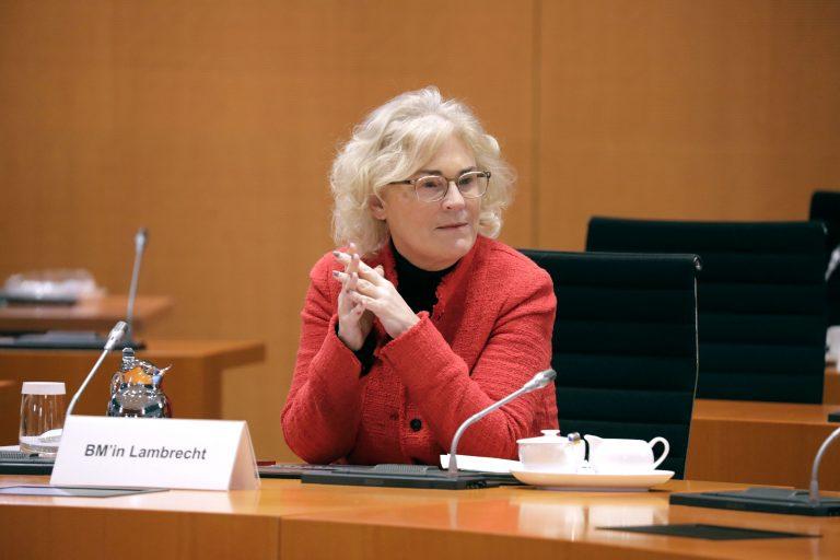 Bundesjustizministerin Christine Lambrecht (SPD) plädiert für Sonderrechte für Corona-Geimpfte Foto: picture alliance / SZ Photo | Jens Schicke
