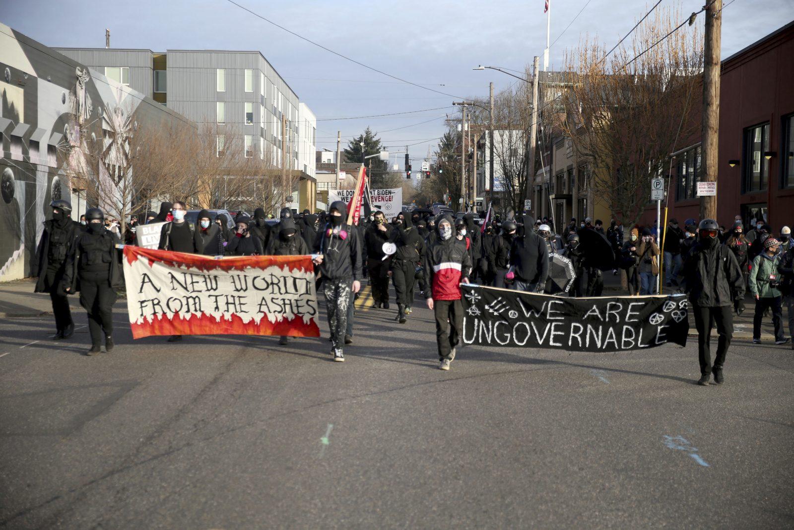 Die Linksextremen demonstrieren gegen die neue US-Regierung Foto: picture alliance / ASSOCIATED PRESS | Dave Killen