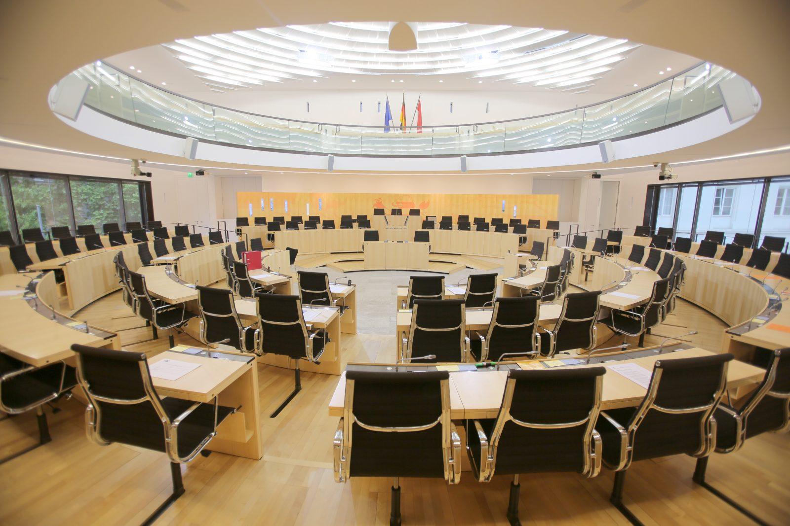 Der Landtag von Hessen wird nach dem Urteil nicht vergrößert (Archivbild) Foto: picture alliance / dpa | Fredrik von Erichsen