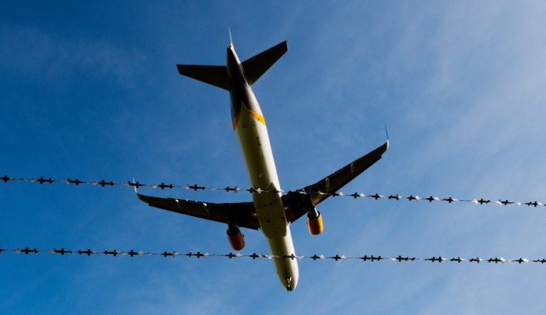 Flugzeug startet in Hannover: Immer weniger Abschiebungen