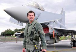 800px-Verteidigungsminister_Karl-Theodor_zu_Guttenberg_-_Eurofighter