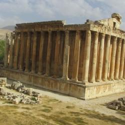 Der_Bacchus-Tempel_von_Baalbek_-_derzeit_fast_besucherlos