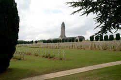 Gedenkstaette_in_Verdun_Wikipedia_Oliver_Steinke