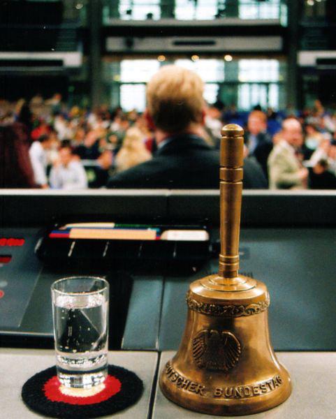 Glocke_des_Bundestagpraesidenten_Wikipedia_Eilmeldung