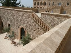 Kloster_Mor_Gabriel_Wikimedia_Nevit_Dilmen